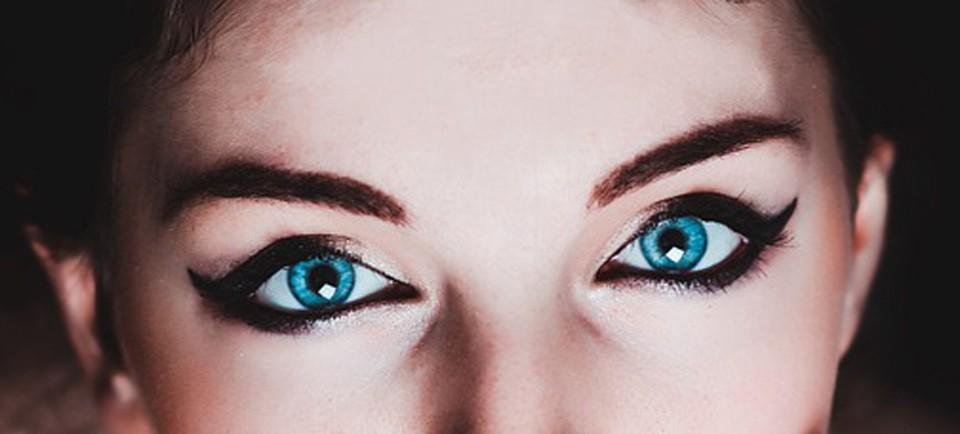 credit card eyeliner